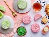 Thưởng thức 10 phong cách làm bánh Trung thu năm 2019 tại châu Á. Ảnh CNA