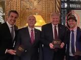 Bức ảnh gây lo ngại: Tổng thống Brazil Brazil Bossonaro (trái) và Fabio Wajngarten, người đứng đầu bộ phận truyền thông của Phủ Tổng thống (phải) đều đã dương tính SARS-CoV-2 cùng các ôn Donald Trump và Mike Pence (Ảnh: Guancha).