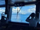 Tàu tuần tra của hải quân Indonesia xua đuổi tàu hải cảnh 5204 của Trung Quốc xâm nhập vùng đặc quyền kinh tế bắc quần đảo Natuna (Ảnh: Đa Chiều).