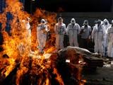 Do số người chết vì COVID-19 tăng nhanh nên các lò hỏa thiêu đều quá tải (Ảnh: Reuters)