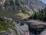 Nhiều nguồn tin Ấn Độ và nước ngoài cho biết Ấn Độ đã tăng thêm 50 ngàn quân ra biên giới Trung Ấn và thay đổi thế trận bố trí (Ảnh: Deutsche Welle).