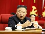 Nhà lãnh đạo Triều Tiên Kim Jong-un nghiêm khắc phê phán các quan chức kém cỏi và lơ là trong công tác chống dịch (Ảnh: KCNA)