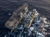 Tàu sân bay HMS Queen Elizabeth và các tàu RFA Tideforce của Anh (giữa), HNLMS Evertsen của Hà Lan trên Biển Đông (Ảnh: Đông Phương).