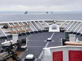 Tàu tuần tra Behoff của Lực lượng phòng vệ bờ biển Mỹ theo dõi giám sát các tàu Trung Quốc trong vùng đặc quyền kinh tế Mỹ (Ảnh: Đông Phương).