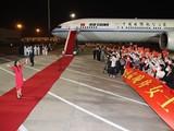 Bà Mạnh Vãn Chu về Trung Quốc hôm 25/9 trên chuyên cơ và đón bằng thảm đỏ (Ảnh: Xinhua).