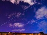 Các vệ tinh Starlink của SpaceX có thể được quan sát bằng mắt thường trên bầu trời đêm. Ảnh: The Guardian