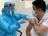 Việt Nam đang huy động tất cả nguồn lực với hy vọng đủ vaccine tiêm cho đại đa số người dân. Ảnh: báo Nhân dân.