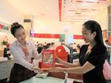 HDBank dành tặng khách hàng những chiếc đèn led xinh xắn.