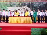 Thủ tướng Nguyễn Xuân Phúc ký phát hành bộ tem.