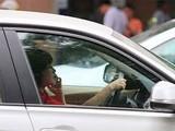 Sử dụng điện thoại trong khi lái xe là nguy cơ dẫn đến tai nạn. ảnh: Dân Trí