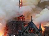 Nhà thờ Đức Bà Paris đã bốc cháy vào đêm 15/4. Đây là một công trình kiến trúc nổi tiếng đã tồn tại 800 năm, một biểu tượng của thủ đô Paris, Pháp (ảnh: Reuters)