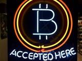 Một bảng hiệu tại một cửa hàng ở Hillsboro, Oregon cho thấy Bitcoin được chấp nhận thanh toán tại đó (ảnh: AP)