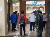 Các thí sinh tiếp tục thi môn Toán và Lịch sử của kỳ thi tuyển sinh vào lớp 10 công lập năm học 2021-2022 TP Hà Nội.