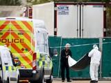 Cảnh sát đang điều tra vụ 39 thi thể được phát hiện trong một chiếc xe tải ở Essex (Ảnh: Reuters)