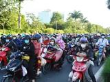 Người dân trên đường chạy dịch về quê. Ảnh: Vietnamnet