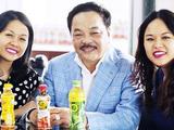 Chủ tịch Trần Quí Thanh và 2 cô con gái (Nguồn: Internet)