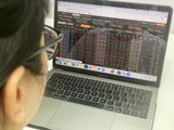 VN-Index 'bốc hơi' 70 điểm, khối ngoại mạnh tay mua ròng 300 tỉ đồng