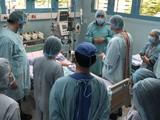 Ca phẫu thuật kéo dài tới 15 tiếng đồng hồ liền