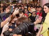 Hoàng Thùy đã đáp chuyến bay xuống sân bay Tân Sơn Nhất đêm qua sau thành tích Top 20 tại Miss Universe 2019