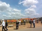 Công nhân nhà thầu phụ kéo ra công trường khiếu nại ngày 9/5 (Ảnh: T.P)