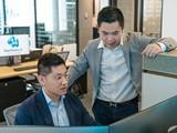 Trần Đặng Minh Trí và Trần Đặng Đình Áng (đeo kính), hai anh em người Việt Nam sáng lập nên startup Harrison.ai tại Úc.
