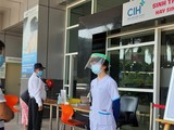 BV Quốc tế City dán thông báo ngừng nhận bệnh (Ảnh: Duyên Phan)