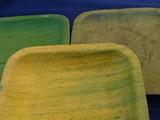 Khay đựng thức ăn sinh thái được làm từ nguyên liệu lá chuối ép (Ảnh: Vilabe)
