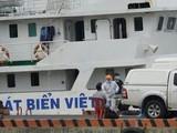 Lấy mẫu xét nghiệm các thuyền viên nước ngoài (Ảnh: ĐH)