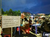 Khách du lịch quá đông, lực lượng chức năng tỉnh Lâm Đồng xử phạt người không đeo khẩu trang - Ảnh: Đức Thọ