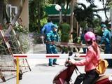 Lực lượng chức năng khoanh vùng block A1, chung cư Sunview Town (phường Hiệp Bình Phước, TP Thủ Đức) - Ảnh Nhật Thịnh