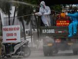 Xe đặc chủng khẩn cấp phun khử trùng BV Bệnh Nhiệt đới - Ảnh: Hữu Khoa