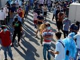 Hàng ngàn người dân xếp hàng tại Bệnh viện Quân Y 175 xét nghiệm nhanh COVID-19- Ảnh Hải Long