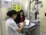 Bác sĩ khám bệnh cho người dân (Ảnh: Sở Y tế Hà Nội)