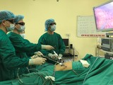 Bác sĩ Bệnh viện K phẫu thuật cho bệnh nhân