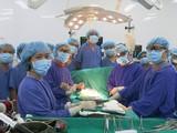Kíp phẫu thuật cho bệnh nhân H. đã làm việc vất vả trong 12 tiếng đồng hồ, nỗ lực cứu sống người bệnh (Ảnh: BVCC)