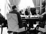 """Kissinger nói: """"Tình hình thực tế và lý do tại sao, là gì? Có thể làm gì?"""" Weyand hứa: """"Chúng tôi sẽ mang về một đánh giá chung và cung cấp một cái nhìn chính xác nhất về tình hình hiện nay""""."""