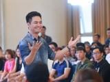 Video: Bất ngờ với giọng hát của MC Phan Anh