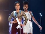 H'Hen Niê (trái) được khán giả cổ vũ nồng nhiệt và được coi là một trong những ứng cử viên sáng giá giành vương miện Miss Universe 2018.