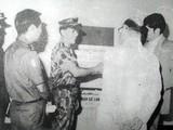 Lực lượng thám báo Sài gòn báo cáo với các điệp viên CIA về kế hoạch đổ bộ biệt kích vào vùng ngã ba Đông Dương