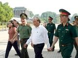 Thủ tướng đồng ý từ ngày 15/8, tiếp tục mở cửa Lăng đón tiếp phục vụ nhân dân và du khách đến viếng Bác và tưởng niệm các Anh hùng liệt sỹ.