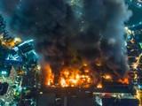 Vụ cháy đã xảy ra trên phạm vi khoảng 6.000m2 kho chứa sản phẩm các loại của công ty Rạng Đông.