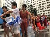 Hơn 10 ngày nay, hàng vạn người dân Hà Nội hoang mang về chất lượng nguồn nước sinh hoạt.