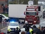 Cảnh sát Anh chiều 26/10 đã đưa các xác nạn nhân tới bệnh viện để tiến hành khám nghiệm tử thi. Ảnh: Sky News.
