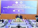 Thủ tướng Chính phủ Nguyễn Xuân Phúc; Phó Thủ tướng Vũ Đức Đam tới dự sự kiện ra mắt nền tảng hỗ trợ khám, chữa bệnh từ xa tại trụ sở Bộ TT&TT. Ảnh Thống Nhất/TTXVN.