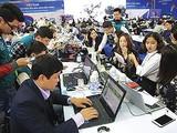 Tác nghiệp của phóng viên ngày càng gắn chặt với các loại thiết bị, công nghệ mới.