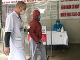Bệnh nhân chạy thận chu kỳ được sắp xếp lối đi riêng và được nhân viên y tế hỗ trợ tận tâm