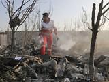 Hiện trường vụ tai nạn máy bay thảm khốc ở Iran (Ảnh: CNN)