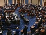 Các nhà lập pháp tại Thượng viện tuyên thệ, bắt đầu phiên xét xử Tổng thống Trump (Nguồn: Axios)