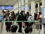 """Chính quyền nhiều nước trên thế giới đã ra lệnh """"cấm cửa"""" du khách đến từ Anh do lo ngại chủng đột biến của virus corona (Ảnh: The Guardian)"""