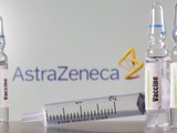 Vaccine do AstraZeneca/Oxford sản xuất bị nhiều nước tạm ngừng sử dụng do lo ngại về tác dụng phụ nghiêm trọng (Ảnh: CNBC)
